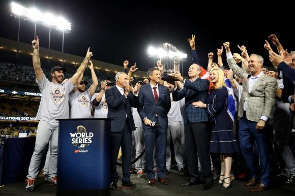 Хюстън и Бостън няма да загубят титлите, увери комисионерът