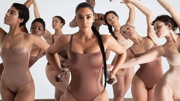 Ким Кардашиян остана по бельо за нова рекламна кампания (снимки)