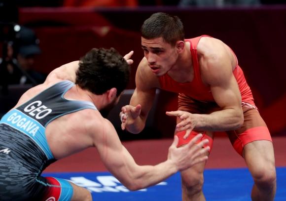 Дубов срещу Вангелов на държавния шампионат по свободна борба