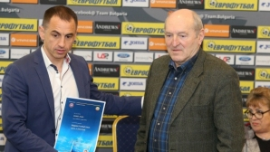 Осем бивши футболисти с име и опит в елита на България получиха днес треньорските си дипломи