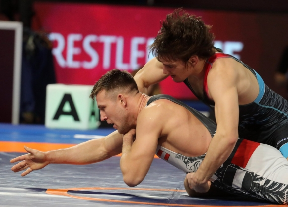 Даниел Александров започна с победа на Европейското