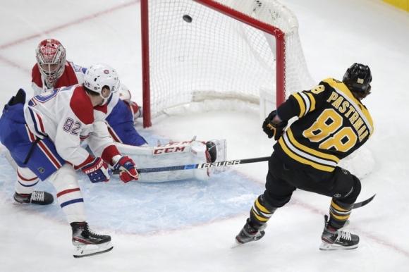 Хеттрик на Пастърнак продължи победния ход на Бостън в НХЛ