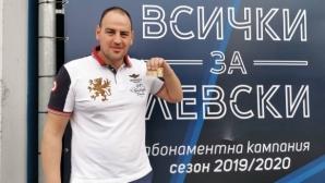"""Петър Стойчев с карта за Сектор """"А"""" на """"Герена"""""""