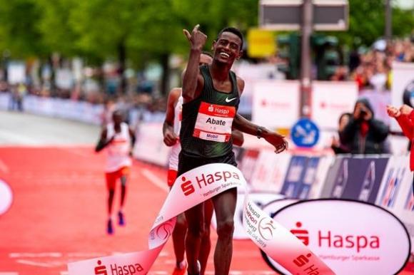 Абате и Кума ще защитават титлите си на маратона на Хамбург