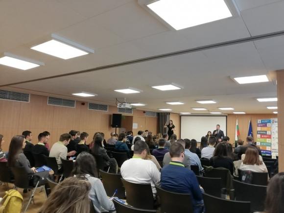 """Заместник-министър Павлов участва в Национална младежка конференция """"Създаване на възможности за младите"""""""
