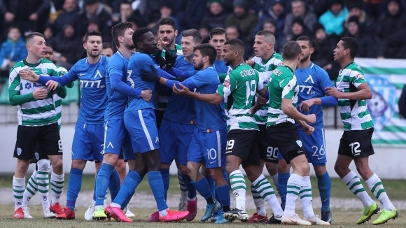 """Черно море 1:1 Левски, червен картон и две греди """"моряците"""", """"сините"""" с куп проблеми"""