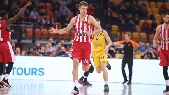 Везенков отбеляза 8 точки в контрола на Олимпиакос