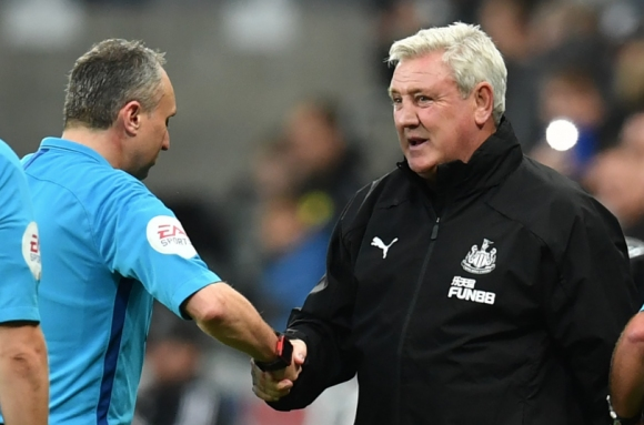 Клуб от Премиър лийг забрани ръкостискането