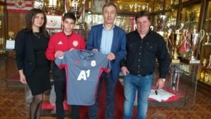 ЦСКА-София подкрепи малкия шампион по самбо и джудо