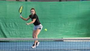 Топалова даде два гейма на французойка и е на 1/4-финал в Тунис