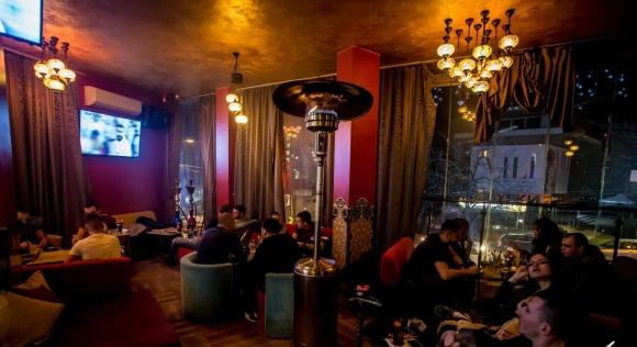 Спипаха футболист от Бундеслигата да празнува в бар през нощта