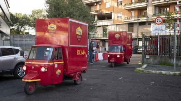 Рома зарадва със специални подаръци по-възрастните...