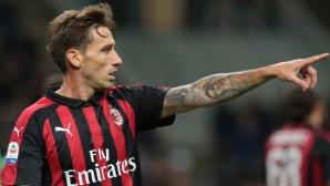 Милан посочва вратата на Билия