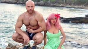 Културист отложи сватбата с надуваема кукла заради пандемията (видео+снимки)