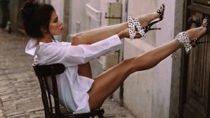 COVID-19 не може да спре футболна съпруга да пръска сексапил (видео+снимки)