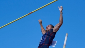 Лавийени скочи 5.61 м в двора си