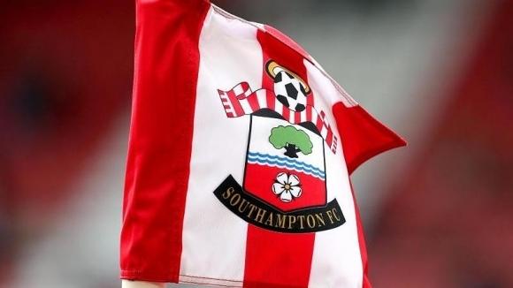 Футболистите на Саутхамптън с жест към останалите служители на клуба