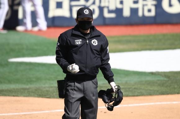 Бейзболът се завърна тихомълком в Южна Корея (видео)