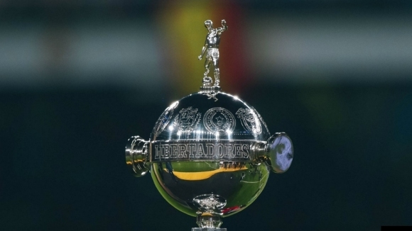 Участниците в Копа Либертадорес и Копа Судамерикана не могат да целуват топката
