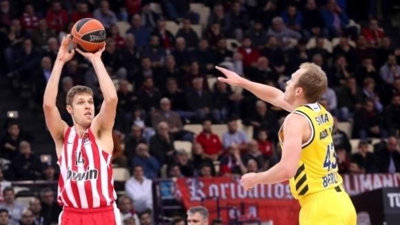 Александър Везенков: Завистта в родния баскетбол...