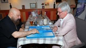Илюзионист призова за повече SMS-и за Левски