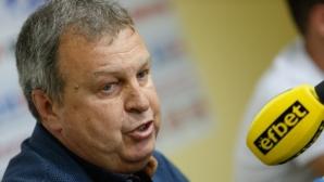 Васев: Ще продължим да изграждаме отбор от млади футболисти