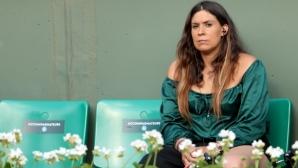 """Шампионка в """"Уимбълдън"""" призова да се вземат парите от играчите на двойки"""