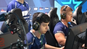 "Валентин ""poizon"" Василев и Complexity Gaming ще се класират за големия финал"