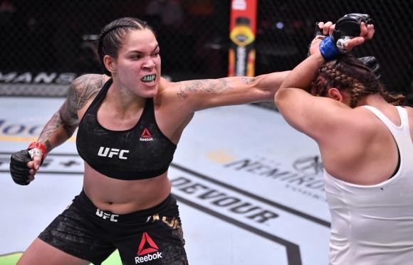 Аманда Нунеш доминира над Фелиша Спенсър на UFC 250