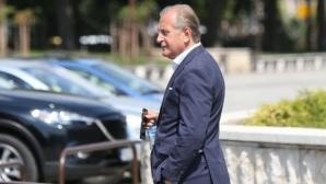 Спас Русев опрощава дългове на Левски