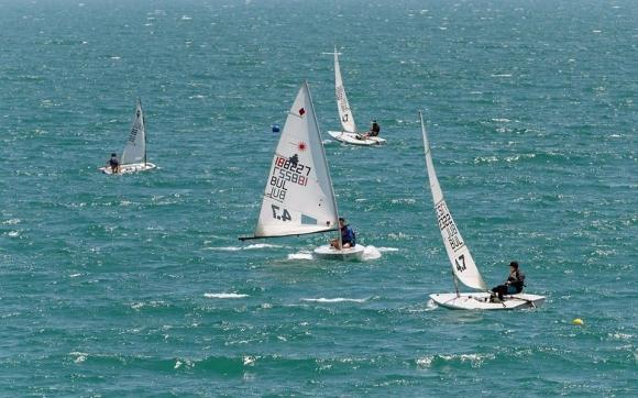 """Ветроходният сезон в детските и олимпийските класове стартира с регата """"Черноморец Бургас 2020"""""""