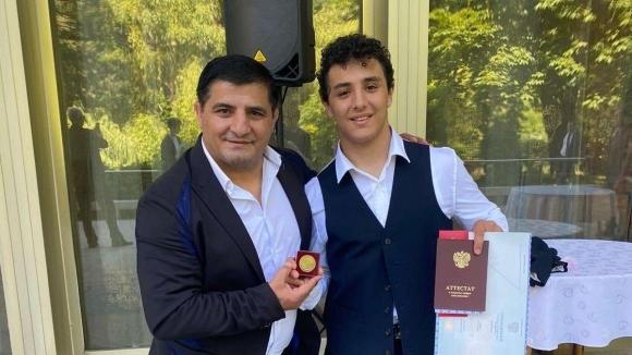 Едмонд Назарян завърши средното си образование със златен медал