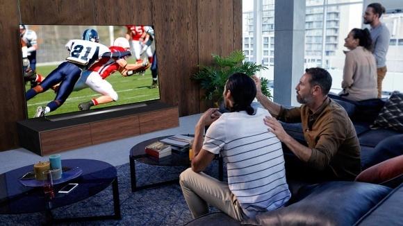 OLED77CX3: Телевизорът от LG, който те пренася на стадиона от комфорта на дивана