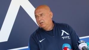 Тодоров: С всеки мач намаляваме, не мога да си обясня как е допуснато Михайлов да е в това състояние