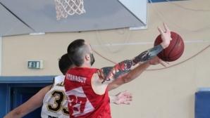Теодор Атанасов засили ФитСпо Баскет към десета поредна победа
