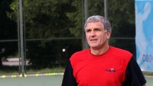 Везенков-старши: Сашо имаше няколко реални оферти, но Олимпиакос е точният клуб за него