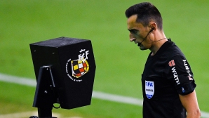 ФИФА вече настоява за единен ВАР по целия свят