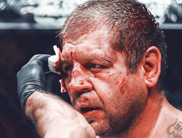 Александър Емеляненко в болница със счупен нос