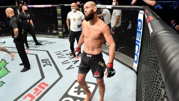 Изгряващата звезда на UFC летял до Ирландия, за да бие...