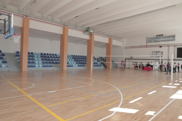 Спортният министър откри обновен физкултурен салон в Своге