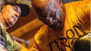 Майк Тайсън се поти здраво преди своето завръщане (видео)
