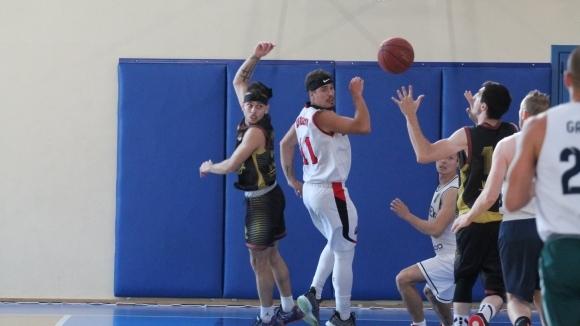Славов и Гатев поведоха Паляците към първи успех в Купата на НАЛБ