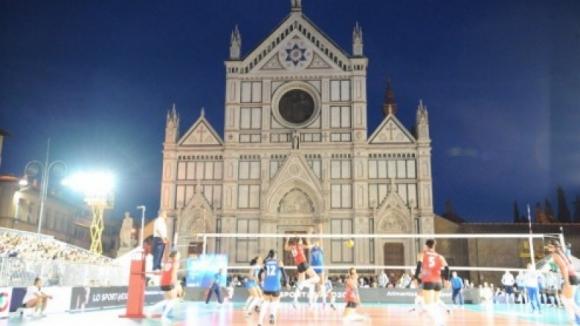 Суперкупата на Италия при жените - във Флоренция на площада