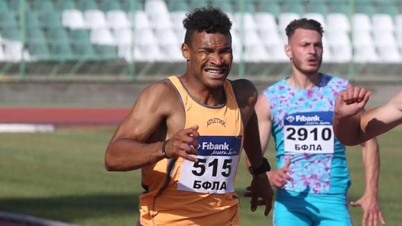 Отборът на Атлетик (София) е №1 на 4 по 100 метра при...