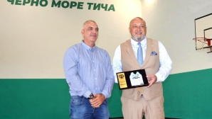 Министър Кралев откри ремонтираната зала за баскетбол във Варна (снимки)