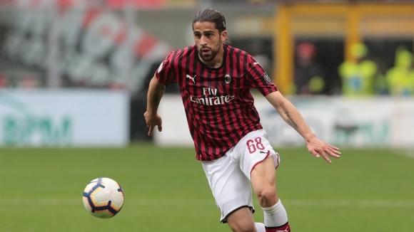 Защитник на Милан пред трансфер в Торино