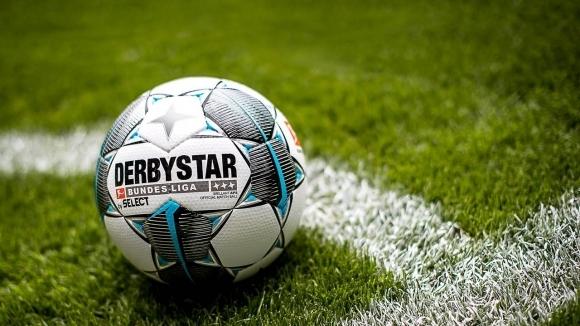 Футболисти в Германия ще играят чисто голи в знак на...