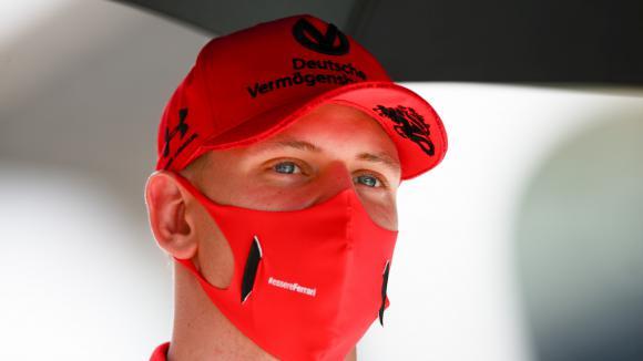 Може би Мик Шумахер ще влезе във Ф1 през Алфа Ромео