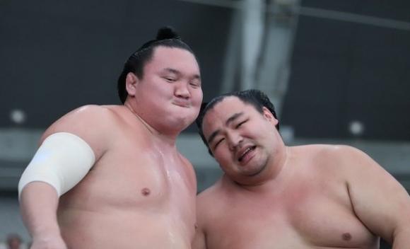 Великите шампиони Хакухо и Какурю ще пропуснат есенния турнир в Токио