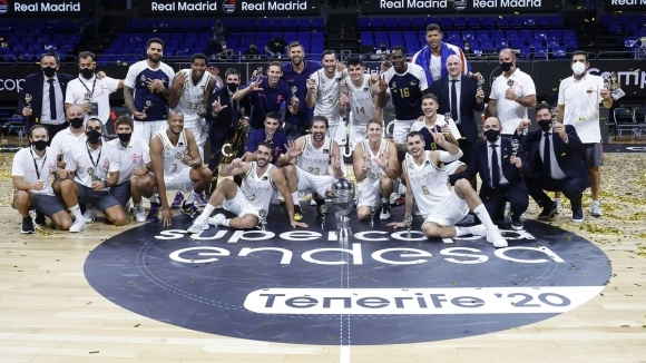 Реал надви Барса в първото Ел Класико за сезона и отново триумфира със Суперкупата на Испания